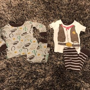 Carter's set of 2 baby boy pajama sets size 12M